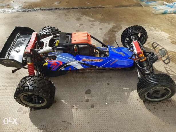 Hpi baja 5b origonal 26cc with upgrades