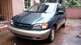 Toyota sienna XLE, Year : 2001, leather seat, factory AC, Power door,