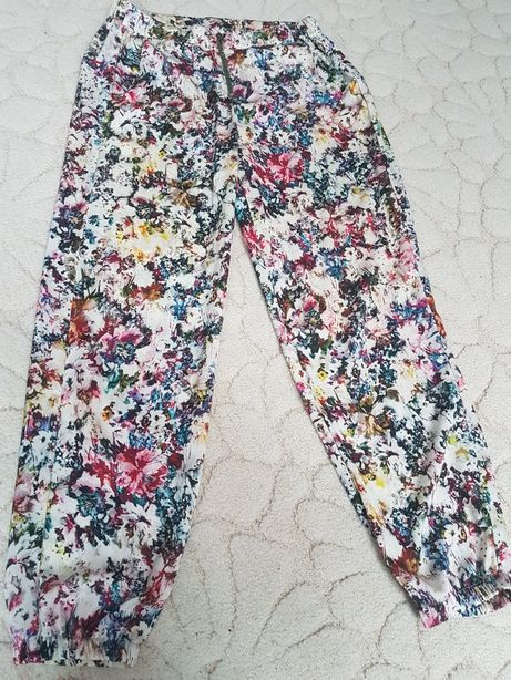 Letnie kolorowe spodnie w kwiaty Zara Warszawa Śródmieście