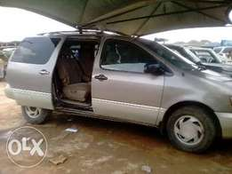 Neat and working Toyota Sienna Car for sale in Ijegun Lagos