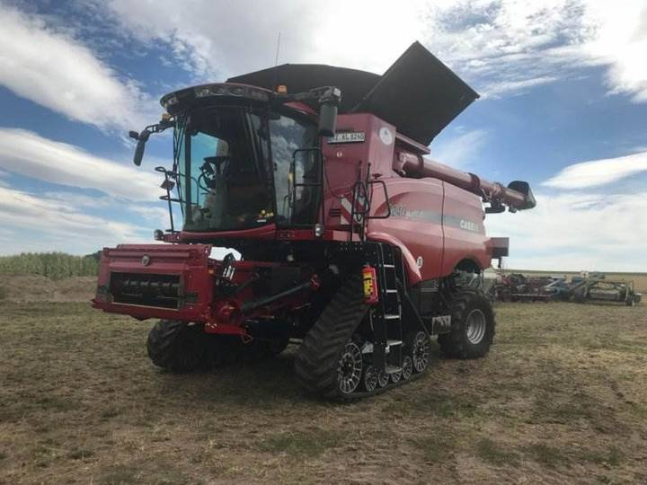 Case IH Axial Flow 8240