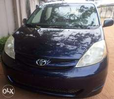 Pristine toyota sienna le 06. For sale in asaba