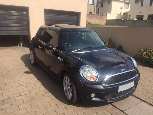 2008 Mini Cooper S 76000km Manual Pan Roof reduced price Sandton - image 2
