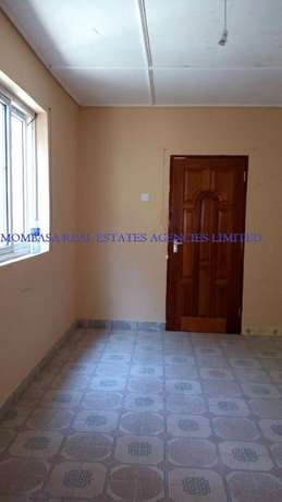 Bungalow commercial house for rent at 100k Mombasa Island - image 7