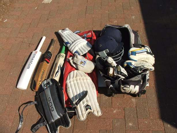 Cricket Set Complete (incl Ball and Wiki gloves) Roodepoort - image 1