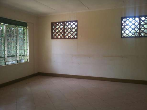 4 bedrooms bungalow for rent Bukoto Kampala - image 4
