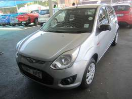 2015 Silver Ford Figo 1,4 engine
