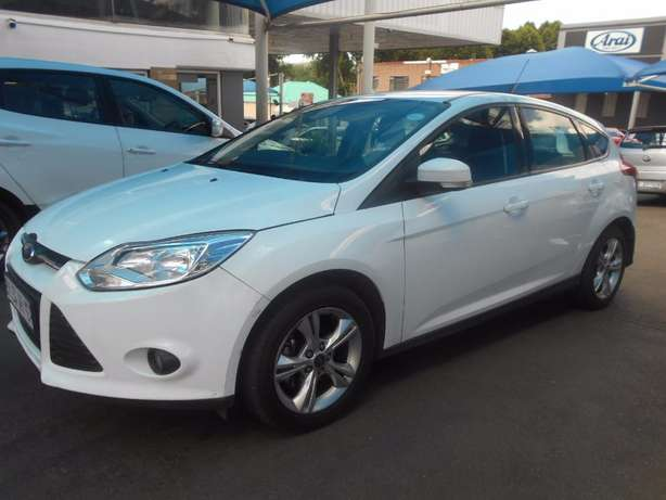 2012 Ford Focus 1.6 Trend Full Service History Hatch Back 120,816km Cl Johannesburg CBD - image 8