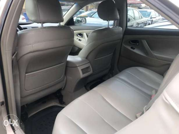 Registered 2007 Toyota Camry (Leather seats,upgraded 2011 kit) 1.98M Surulere - image 7