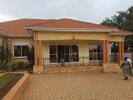 Sturest 4 bedroom home to let in Seeta-Bukerere rd at 610k