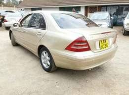 Mercedes benze c200..auto.gold.good condition