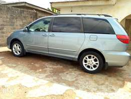 Just Arrived Tokunbo Toyota Sienna ( Full Option with Key)