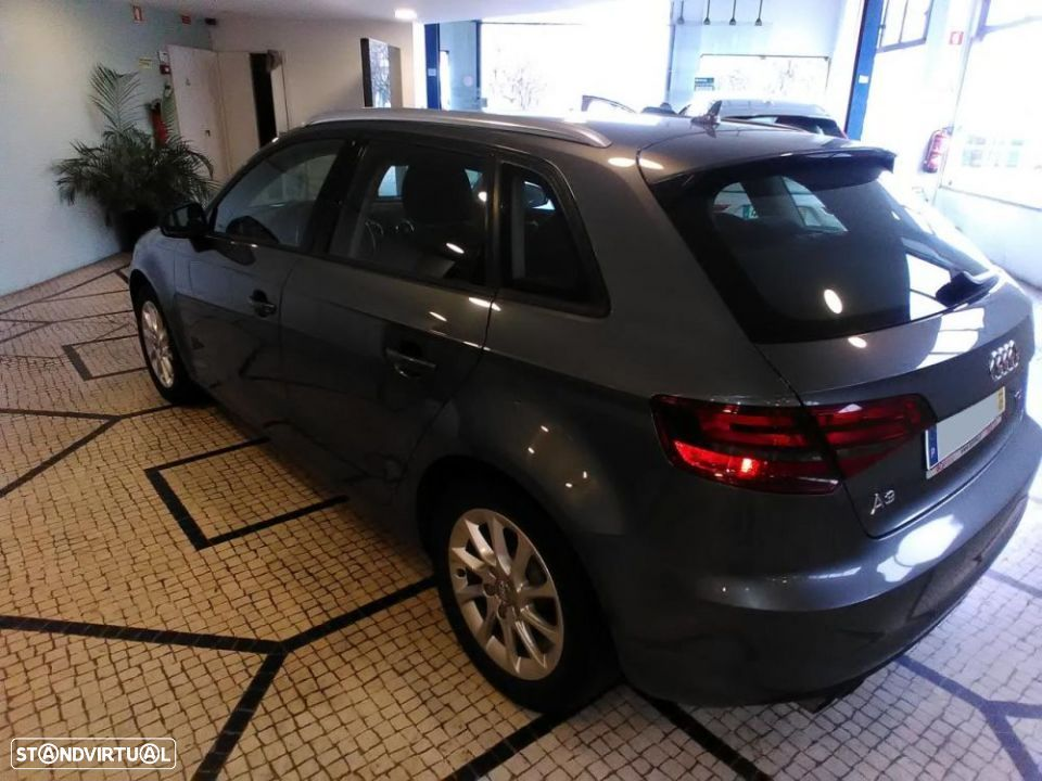 Audi A3 SportBack 2.0 TDI 150cv Attraction - 8