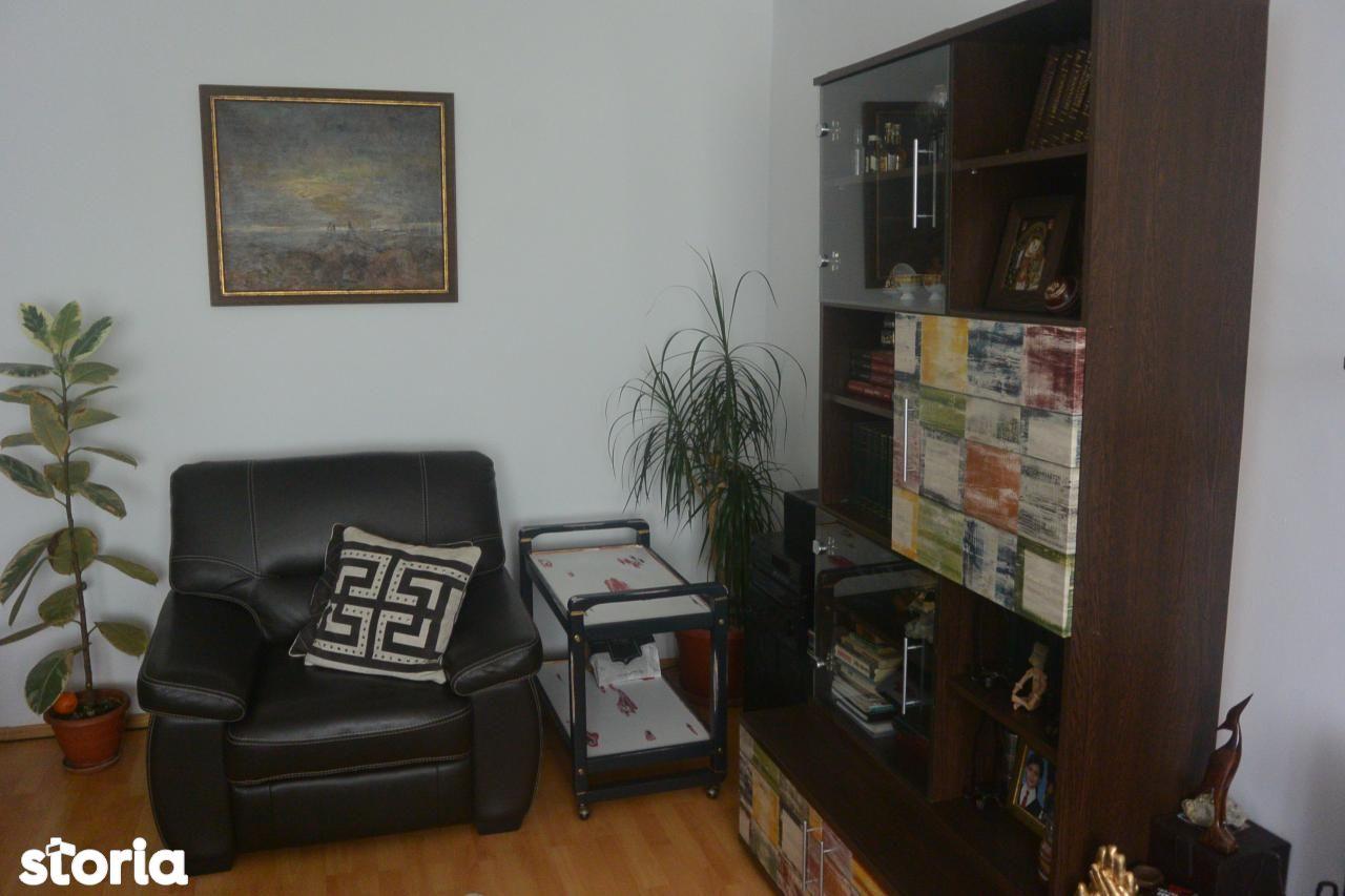 Apartament de vanzare, Argeș (judet), Traian - Foto 1