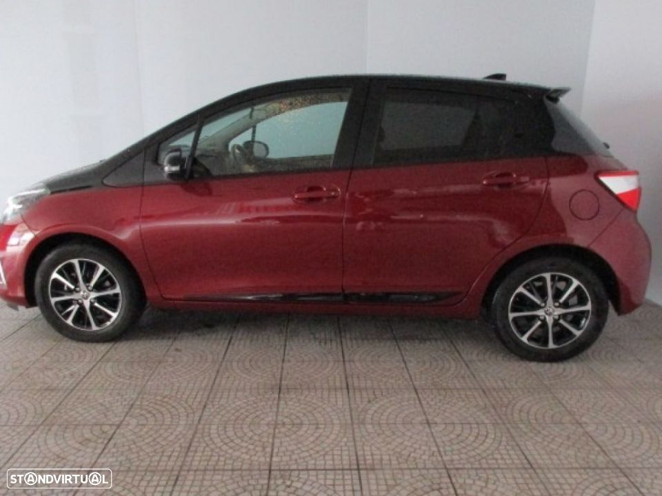 Toyota Yaris 1.0 5P SQUARE Collection - 17