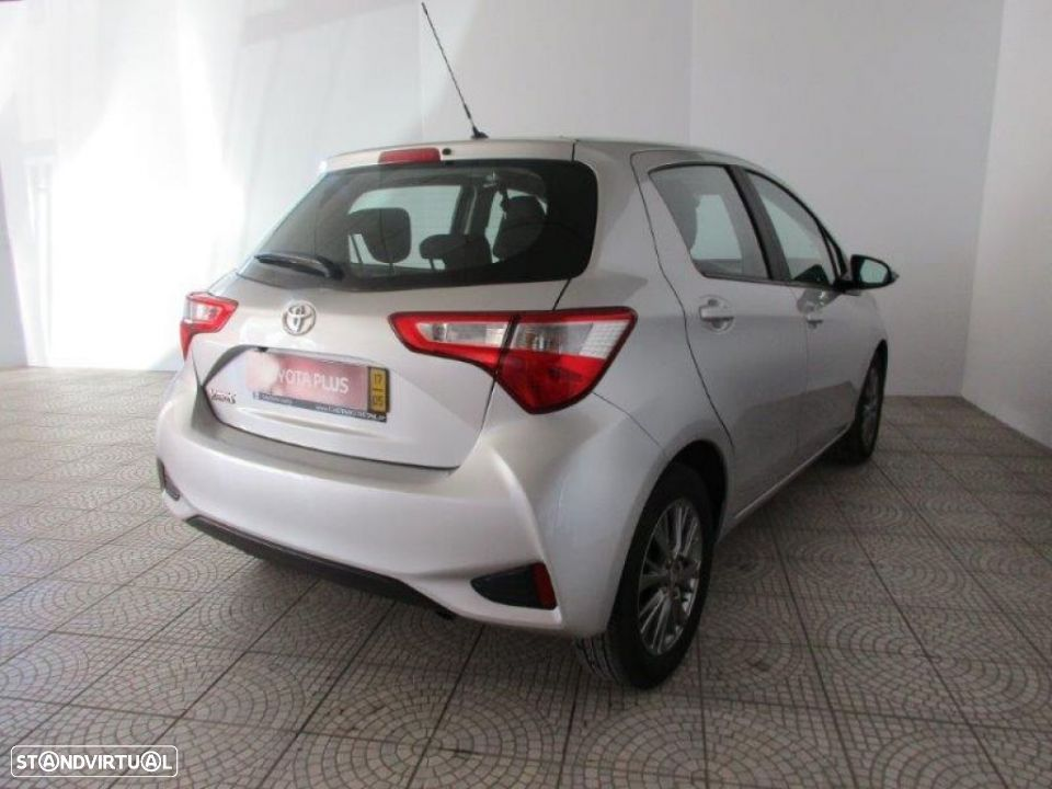 Toyota Yaris 1.4D 5P Comfort + Pack Style - 4