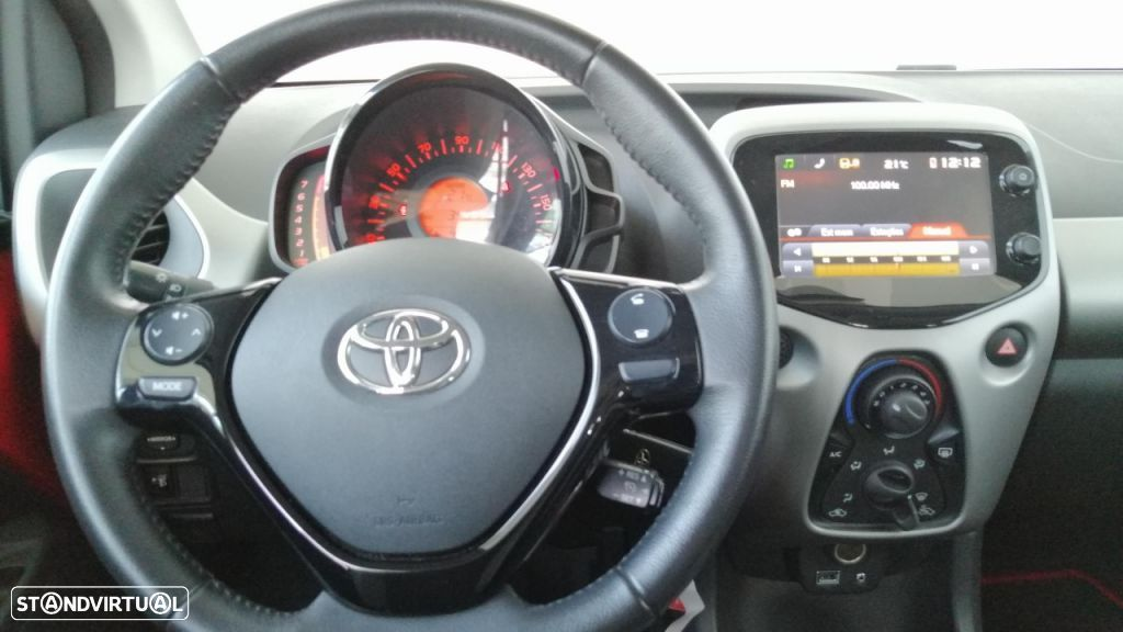 Toyota Aygo 5P 1.0 x-play + A+ x-touch - 17