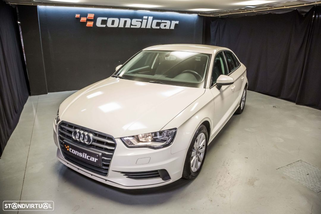 Audi A3 Limousine 1.6TDI M6 Attraction Pack - 2