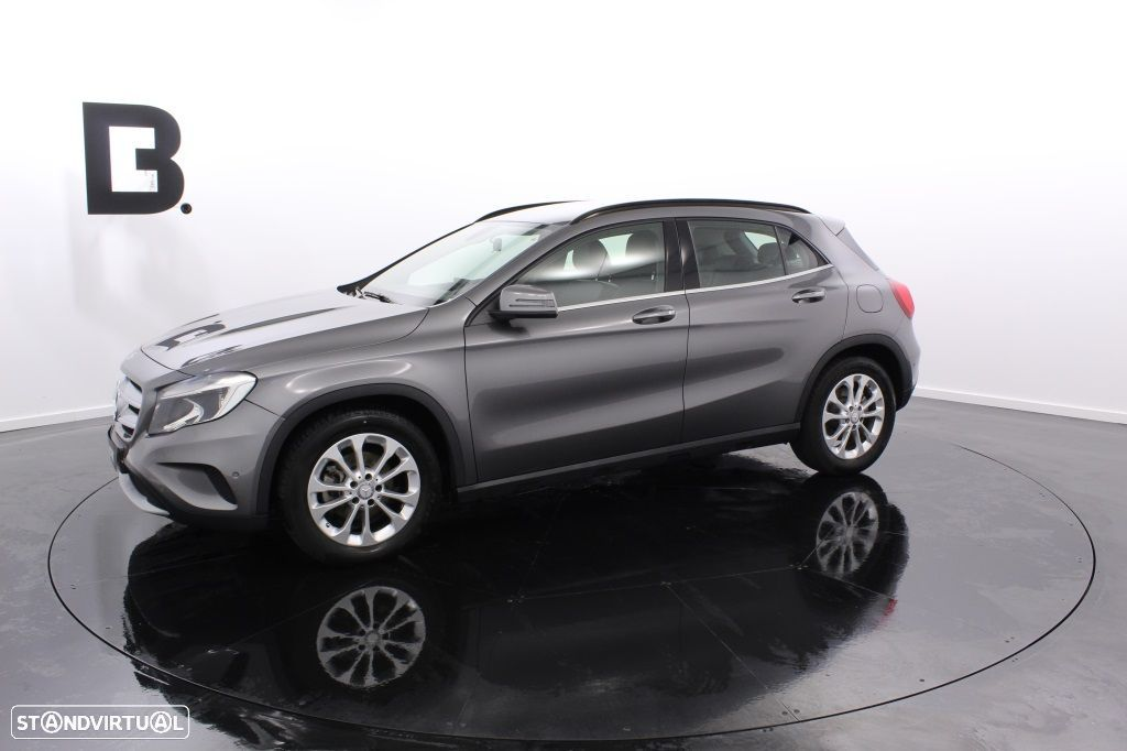 Mercedes-Benz GLA 180 Sport Utility Vehicle Style - 2