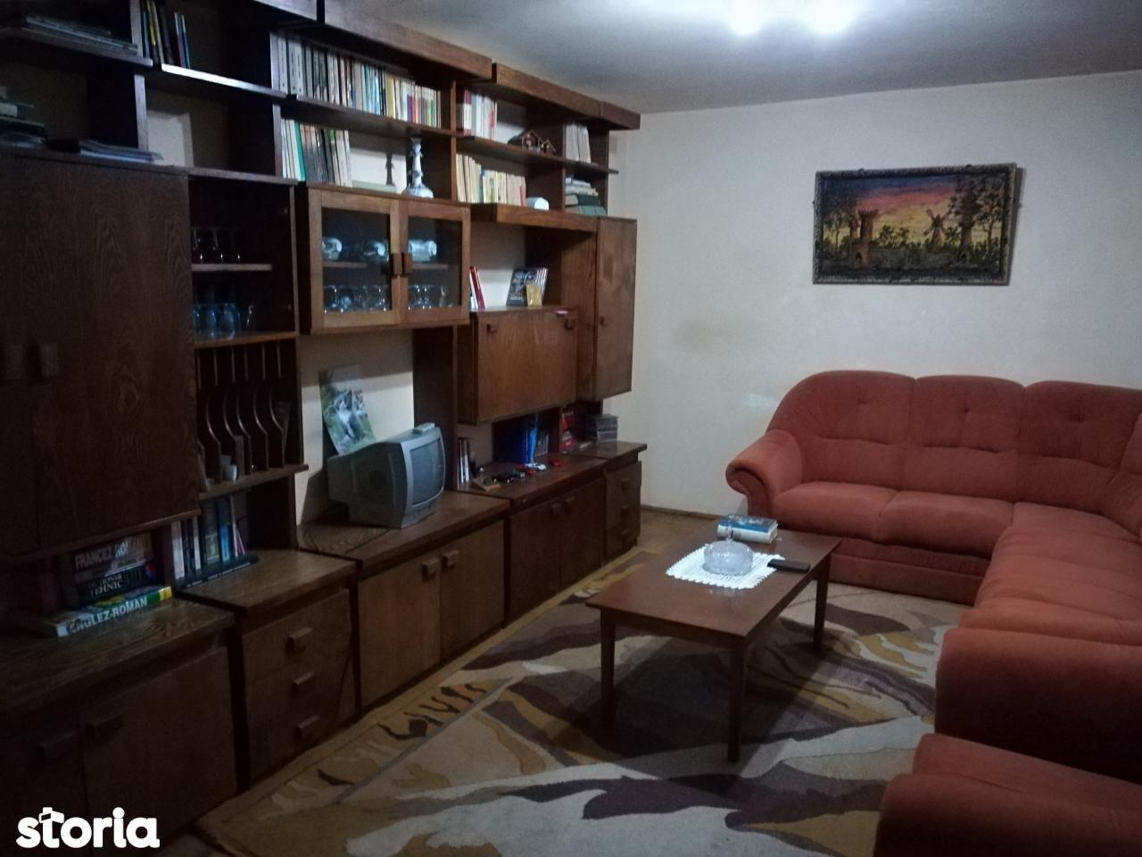 Apartament de vanzare, Bacau, Cornisa - Foto 1
