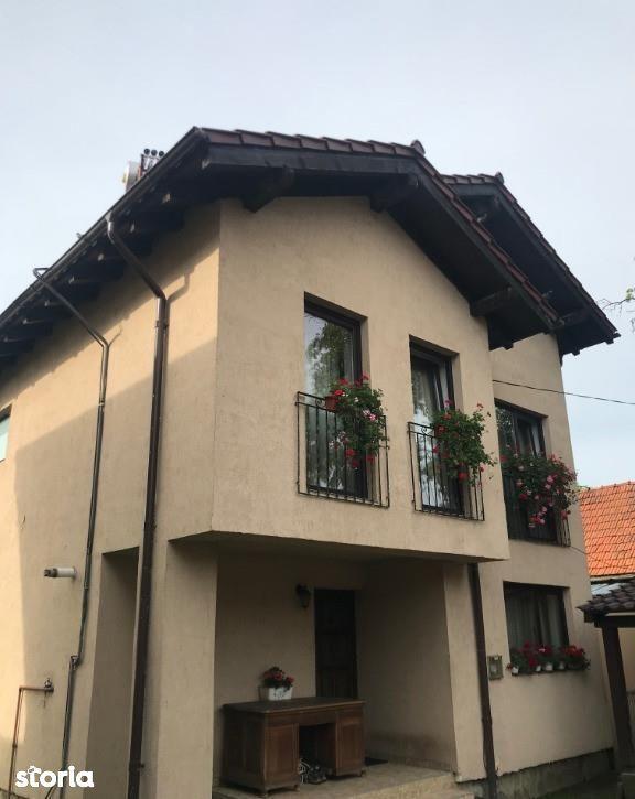 Casa de vanzare, Brașov (judet), Strada Cronicar Ureche Grigore - Foto 1