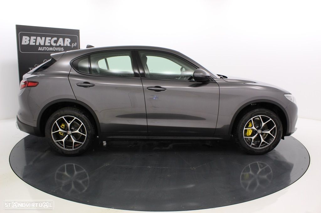 Alfa Romeo Stelvio 2.2 Turbo Q4 Super AT8 210cv Cx. Aut. GPS / Cam. Traseira - 9