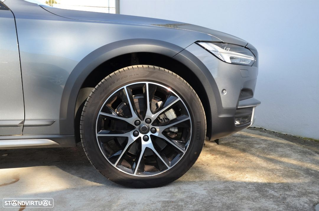 Volvo V90 Cross Country D4 AWD Geartronic - 23