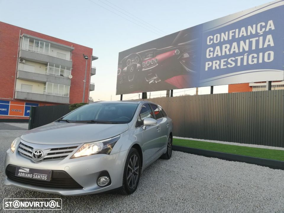 Toyota Avensis 2.0 D-4D Luxury - 1