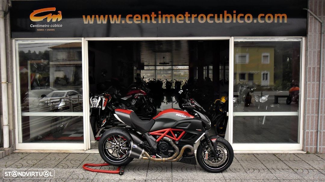 Ducati Diavel Carbon Red - 1