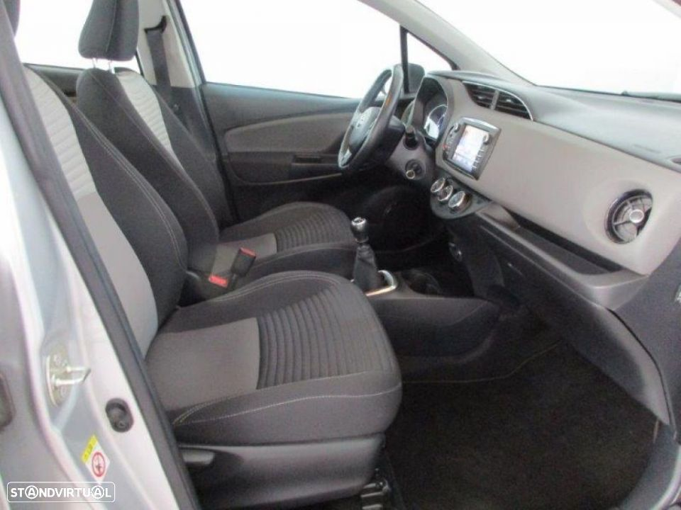 Toyota Yaris 1.4D 5P Comfort + Pack Style - 13