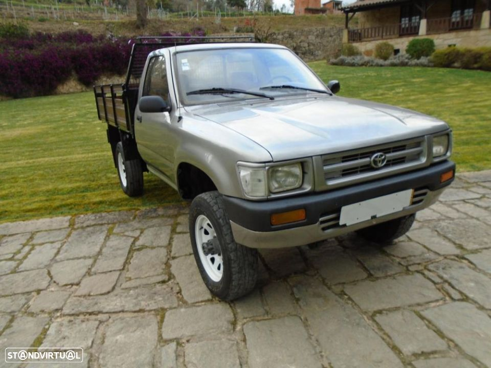 Toyota HILUX 4X4 3 LUGARES - 1