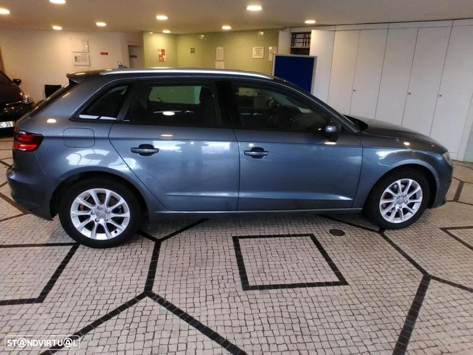 Audi A3 SportBack 2.0 TDI 150cv Attraction - 3