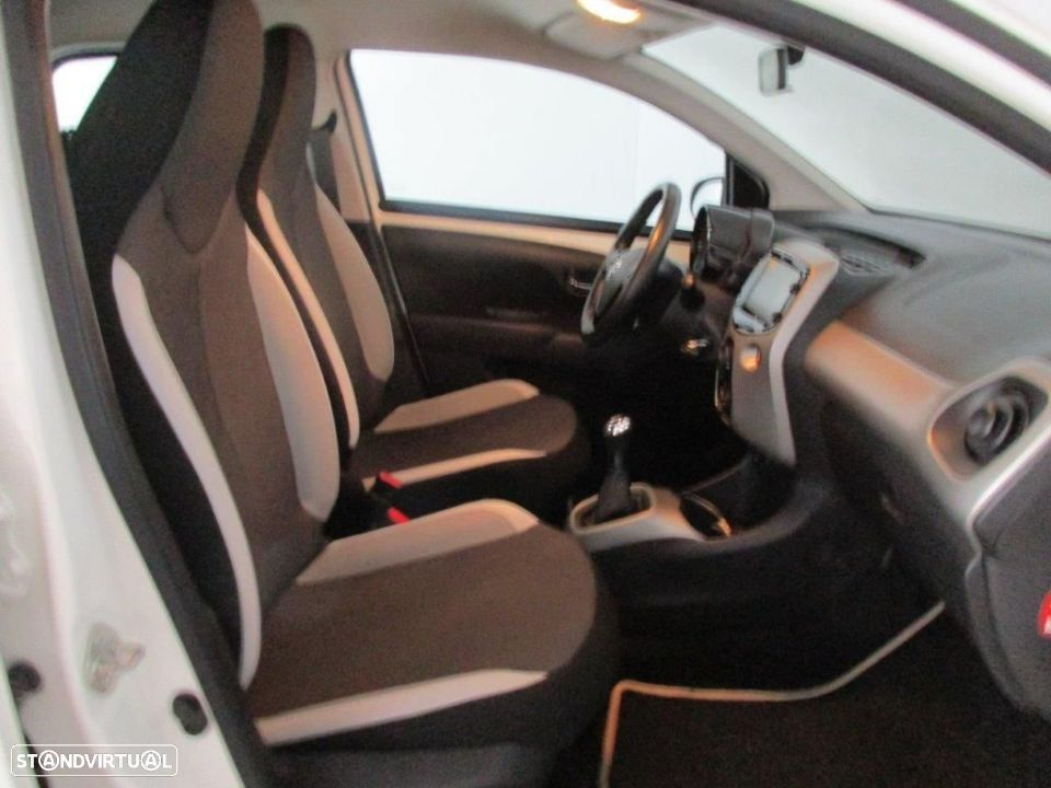 Toyota Aygo 5P 1.0 x-play + AC + x-touch - 11