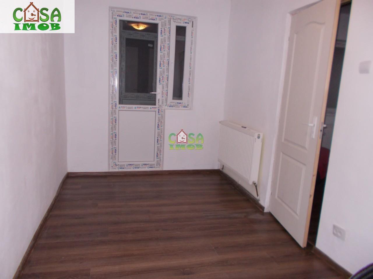 Apartament de vanzare, Dâmbovița (judet), Centru - Foto 3