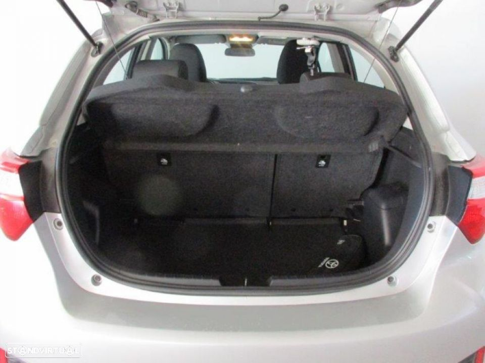 Toyota Yaris 1.4D 5P Comfort + Pack Style - 17