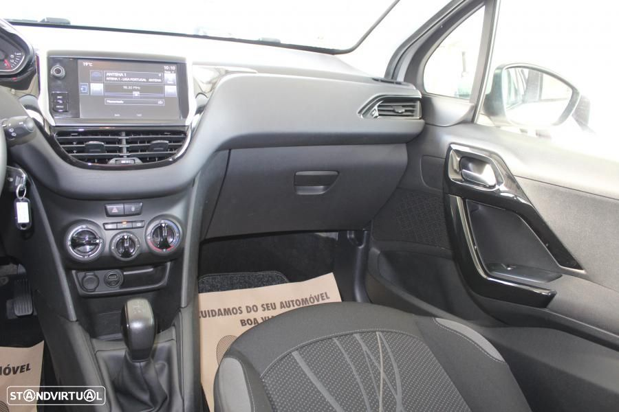 Peugeot 208 1.4 HDI Active - 42