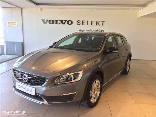 Volvo V60 Cross Country 2.0 D3 Momentum Geartronic - 1