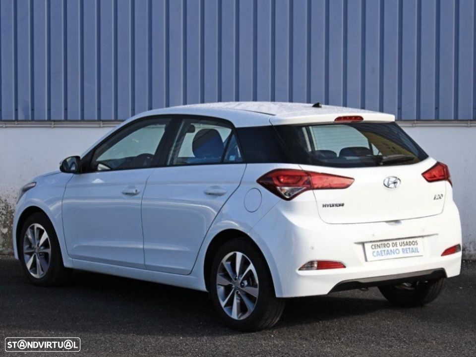 Hyundai i20 1.2 84Cv Blue Comfort+Pack Look - 3
