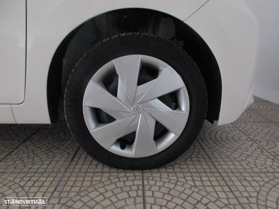 Toyota Aygo 5P 1.0 x-play + AC + x-touch - 19