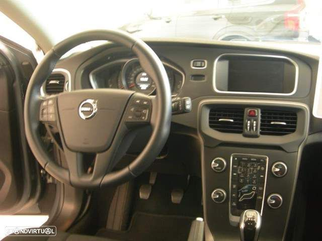 Volvo V40 2.0 D2 Kinetic Eco - 4