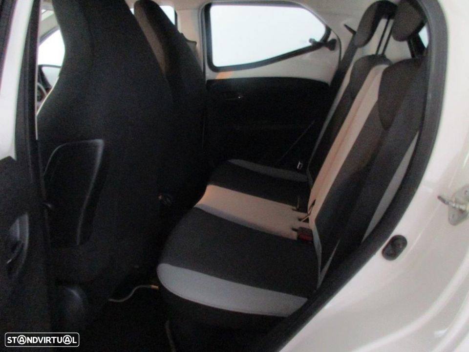 Toyota Aygo 5P 1.0 x-play + AC + x-touch - 14