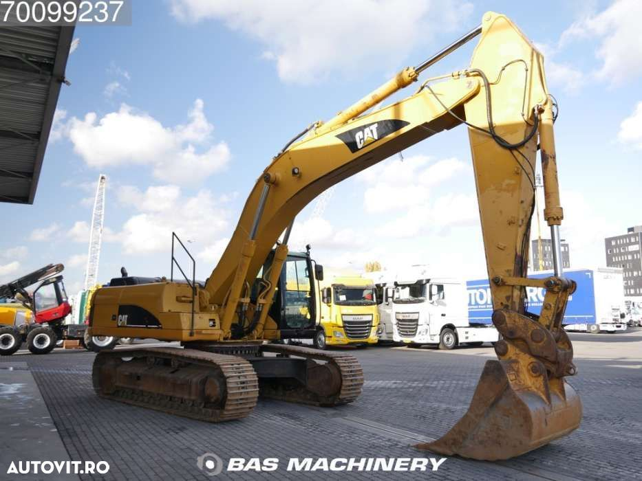 Cat 330CL Nice and clean machine - 19