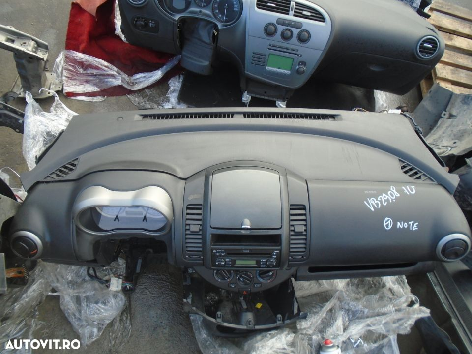 Plansa de bord cu airbag volan si pasager Nissan Note din 2006 - 1