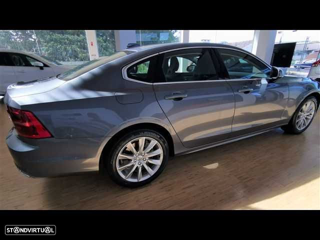 Volvo S90 2.0 T8 Momentum AWD Geartronic - 4
