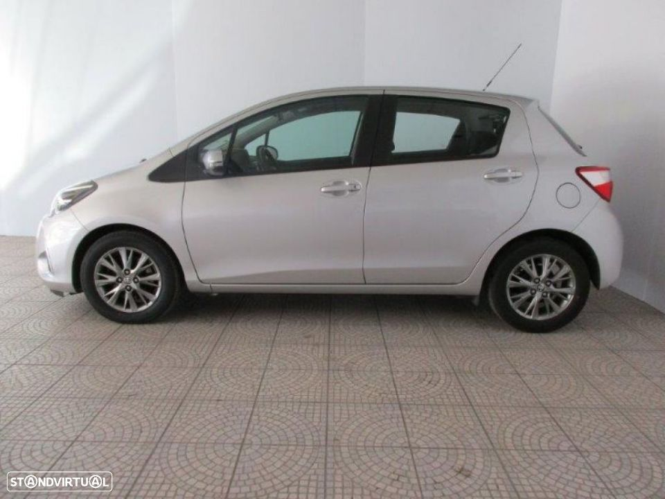 Toyota Yaris 1.4D 5P Comfort + Pack Style - 20