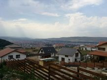 Aceasta teren de vanzare este promovata de una dintre cele mai dinamice agentii imobiliare din Cluj (judet), Andrei Mureșanu: Next Imobiliare