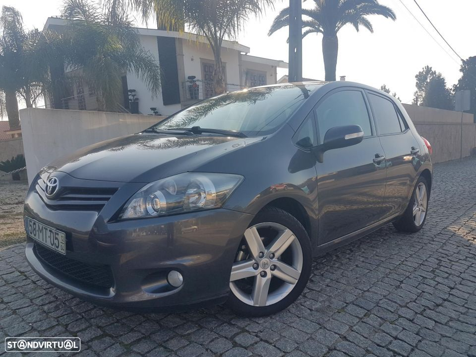 Toyota Auris 1.4 D-4D PACK SPORT EXCLUSIVE - 2