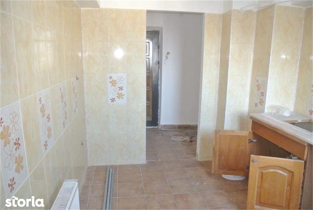 Apartament de vanzare, Argeș (judet), Strada Crinului - Foto 1