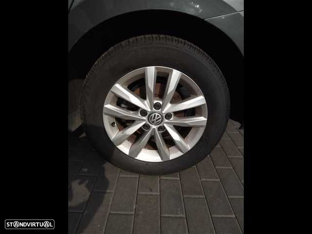 VW Touran 1.6 TDI Confortline - 16
