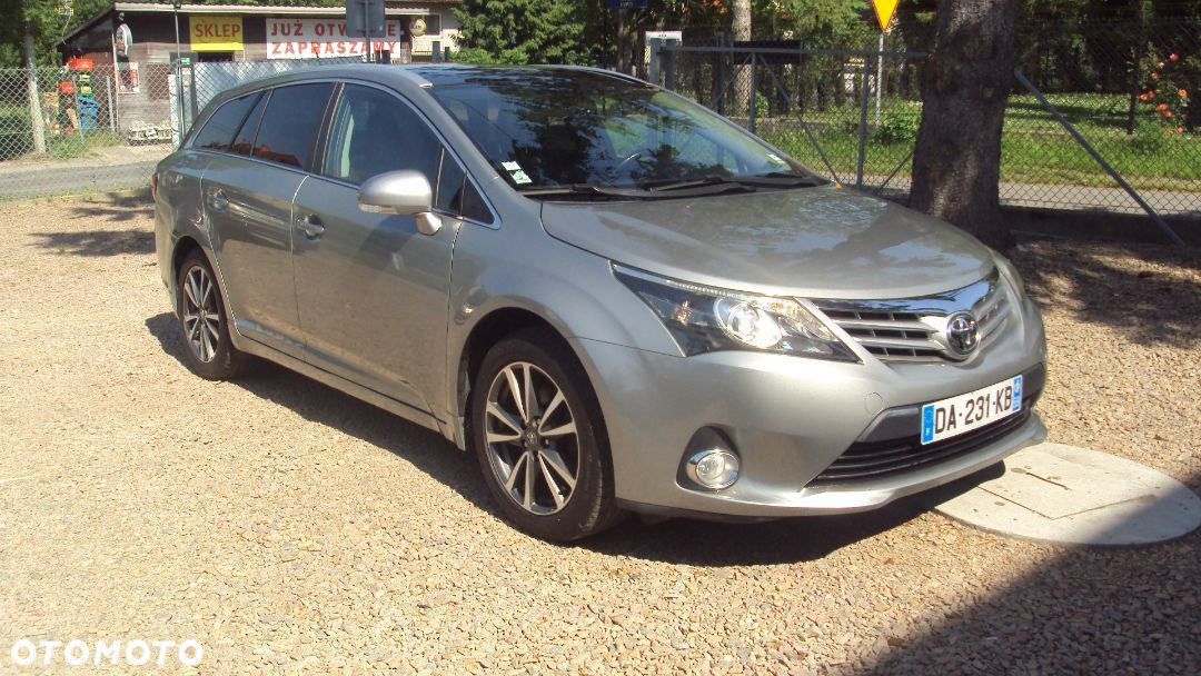 Toyota Avensis 2,0 D4D 125 PS Bezwypadkowy - 10